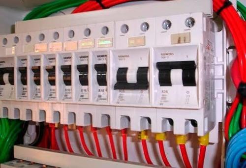 quadro de distribuição de energia