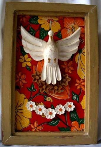 quadro de divino espírito santo madeira e chita frete grátis
