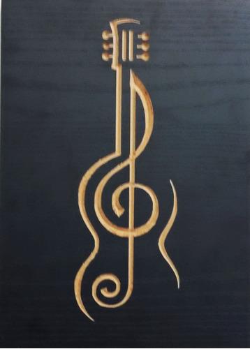 quadro entalhado em madeira p - música - violão clave de sol