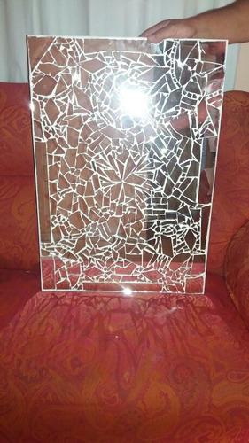 quadro feito de caco de espelho