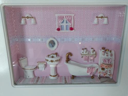 quadro miniatura de banheiro (cenário) moldura com vidro