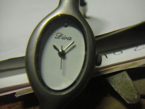 quartz diva  reloj dama correa de caucho redonda