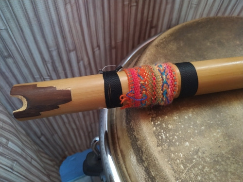 quenacho en re de bambú con incrustación en boquilla