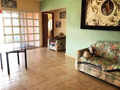 quetzales casa sola con amplio terreno