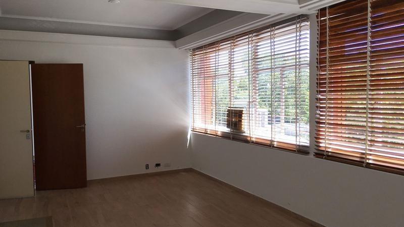 quilmes centro en venta dos oficinas mas cochera sobre av.rivadavia