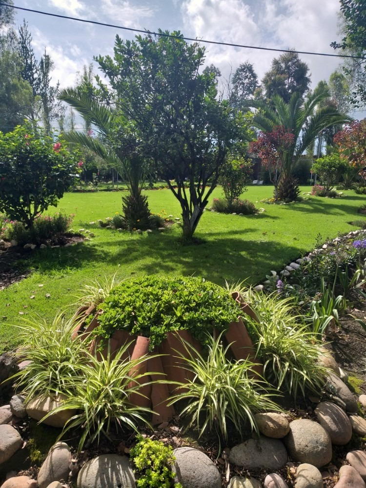 quinta con hermosos jardines