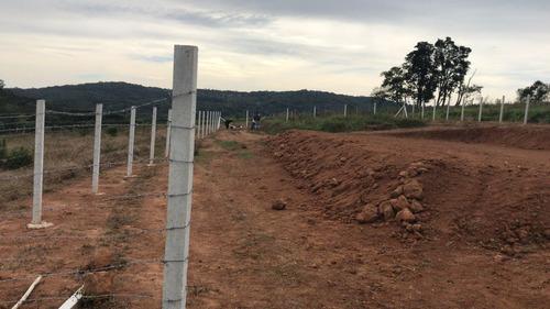 r areas plainas 500 m2  com água, luz e portaria em ibiuna