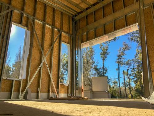 r+ arquitectura y construccion steel frame en pilar escobar