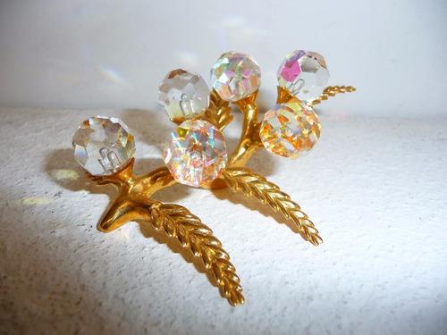 racimo uvas: esferas de cristal facetado, hojas baño oro