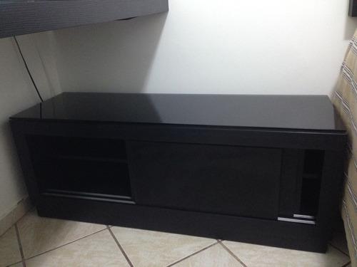 rack/armário preto com portas de correr e vidro p/ proteçao