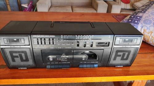 rádio antigo toca fitas diplomat