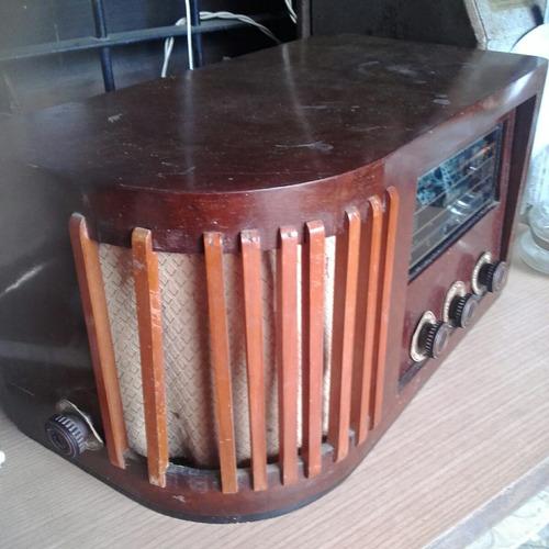 radio antigua tipo capilla de madera