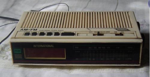 rádio internacional am/fm com relógio.