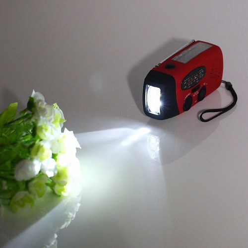 radio linterna emergencias luz solar cargador de celular
