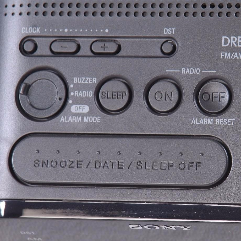 f94401421bf rádio relógio am fm - despertador - sony icf-c218 branco. Carregando zoom.