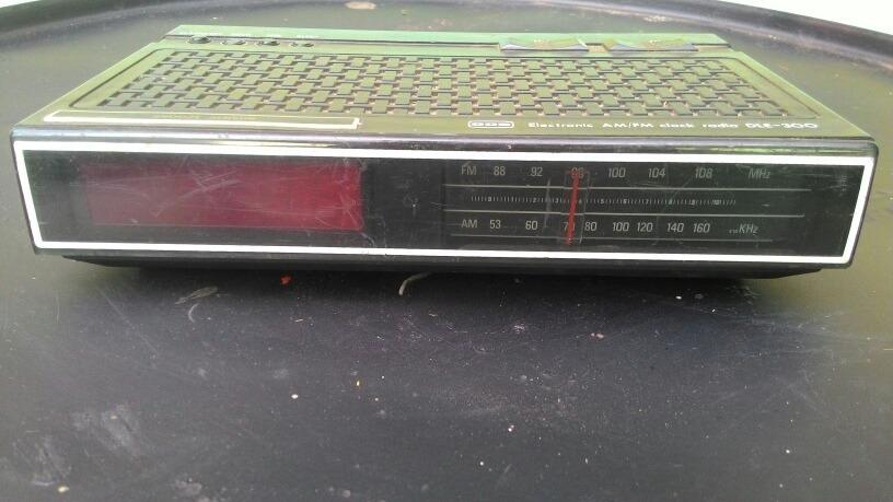 32590b82a92 radio relógio antigo cce dle 300 sucata. Carregando zoom.
