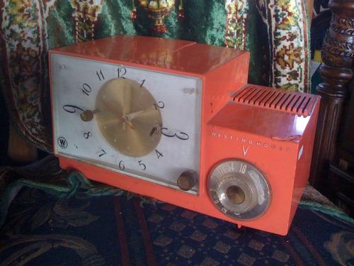 radio y reloj westighouse bulbos color salmon