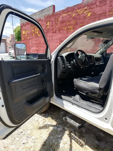 ram 4000 heavy duty caja cerrada 2010