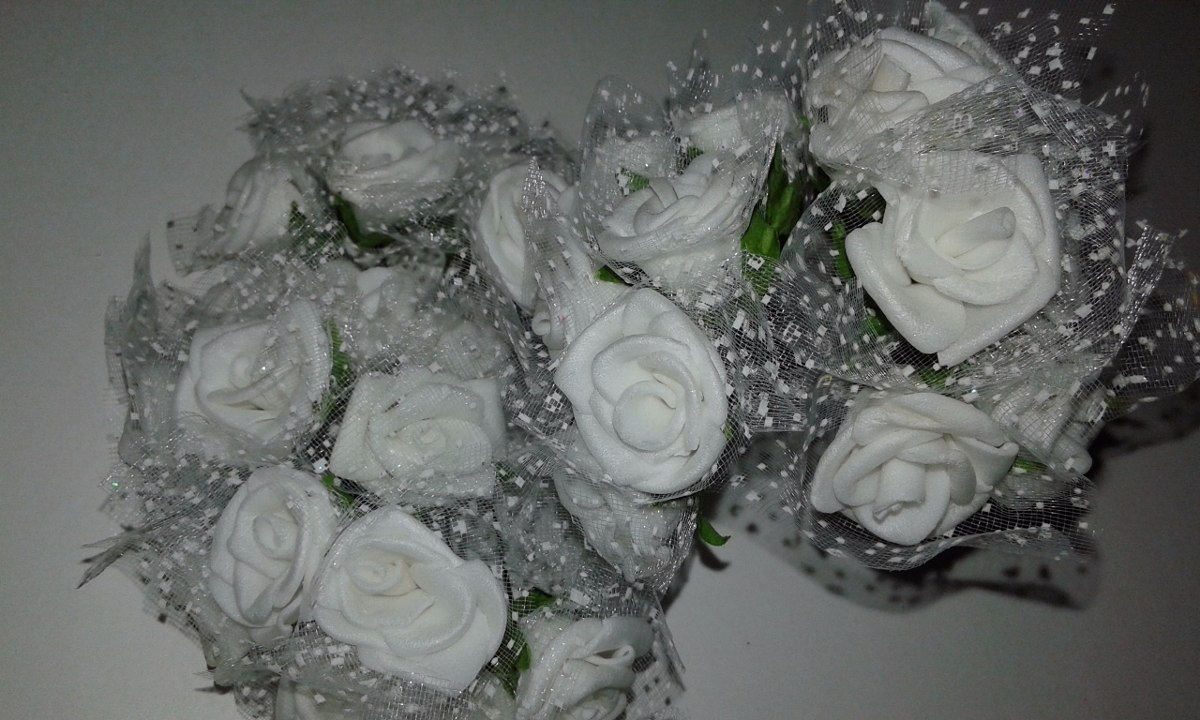ecdc6d3337c ramo de flores rosas de goma eva con tul. Cargando zoom.
