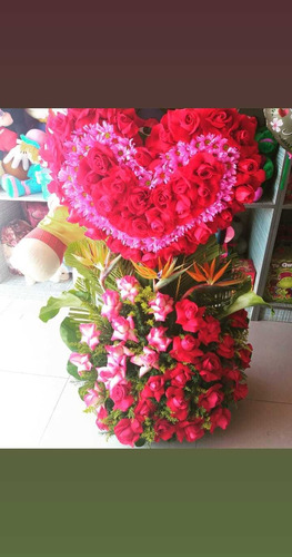 ramos de flores , arreglos de globos y golosinas  entre otro