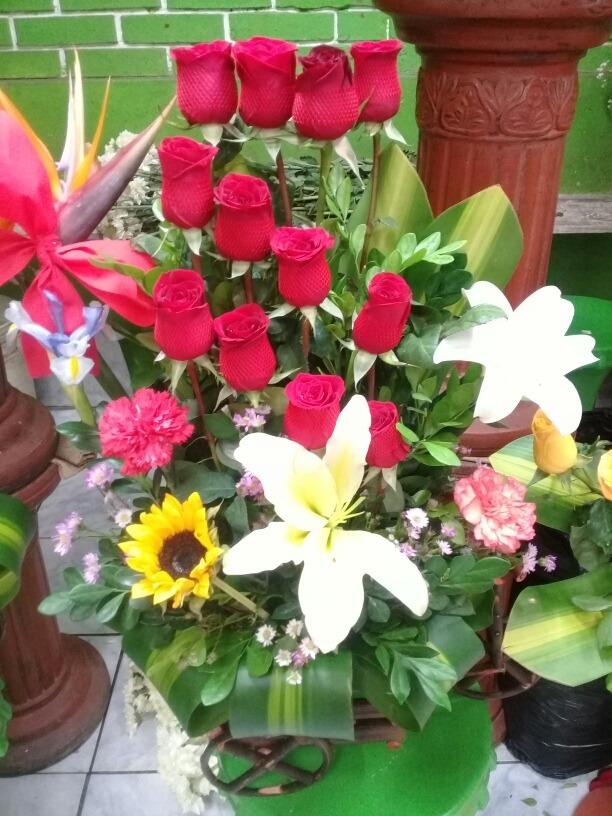 Ramos De Flores Naturales Arreglo De Frutas Delivery Rosas