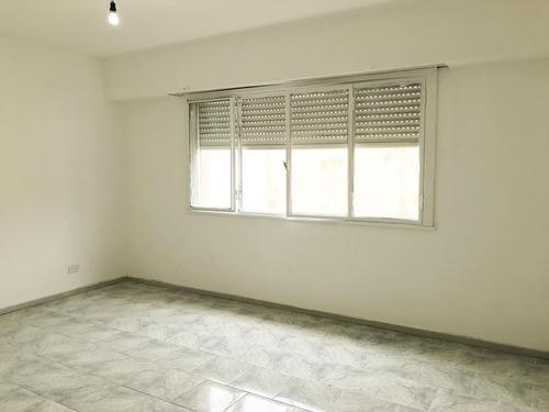 ramos mejia centro departamento 3 amb amplio - muy buena ubicacion