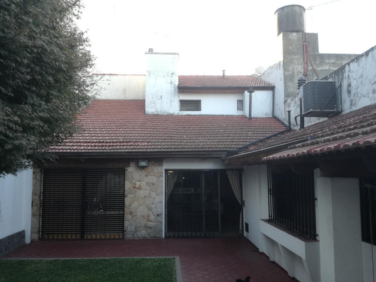ramos mejia excelente chalet c/ piscina z/don bosco excel. ubic-- lote 8,66 x 41-