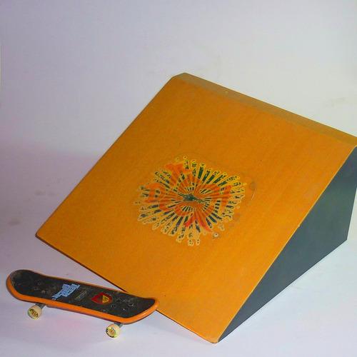 rampa más patineta fingerboard techdeck, buen estado.