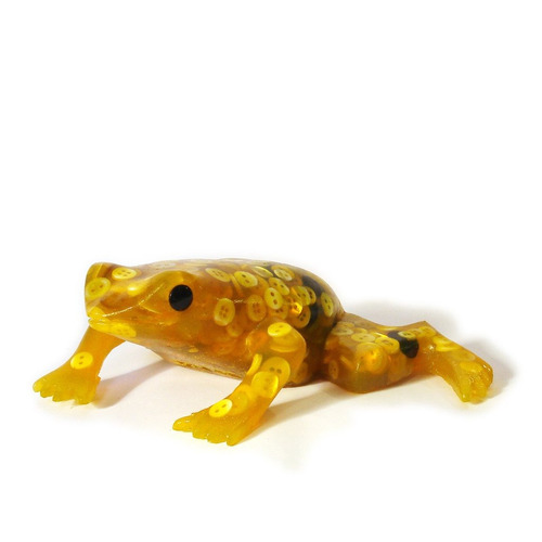 rana de resina y botones amarilla - barrancas de belgrano