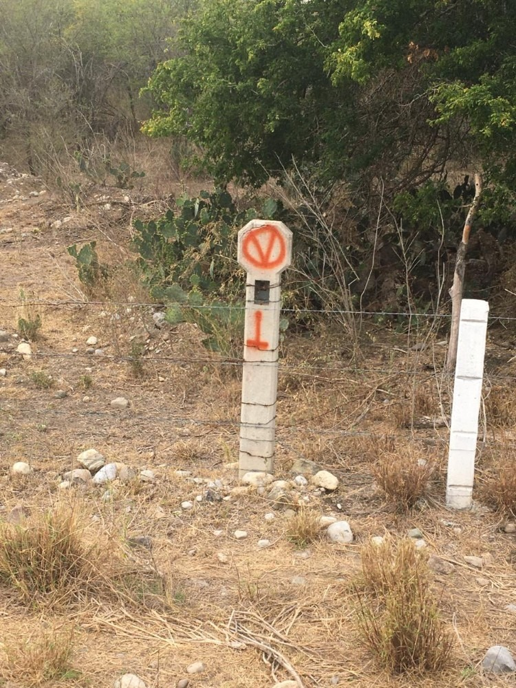 rancho a bordo de carretera de 3.3 hectáreas