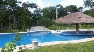 rancho en aeropuerto de la ciudad de cancún, autopista a mer
