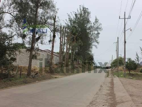 rancho en venta en tuxpan ver 16 hectáreas ubicado en carretera a cazones esquina con la autopista a la zona industrial del puerto, esta ultima autopista divide al rancho en 2 con lo cual forma un fr
