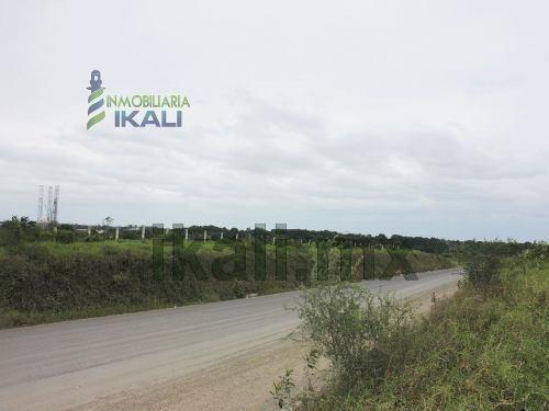 rancho venta 16 hectáreas salida cazones tuxpan veracruz en carretera a cazones esquina con la autopista a la zona industrial del puerto, esta ultima autopista divide al rancho en 2 con lo cual forma