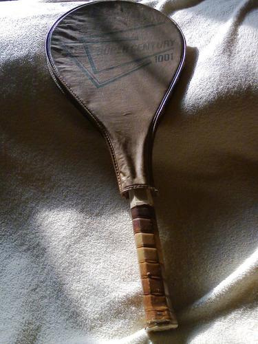 raquete de tênis  antiga    (   super century  1001   )