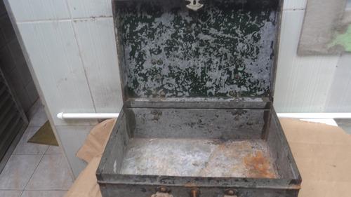 rara  antiga mala  bau em zinco