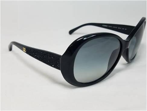 Raro Óculos De Sol Chanel Com Swarowski. Original - R  590,00 em ... bfe0e7faf2