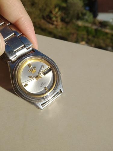 raro seiko 5 série dx - deluxe 7009-3020r dourado com branco