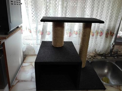 rascador para gatos forrada en alfombra