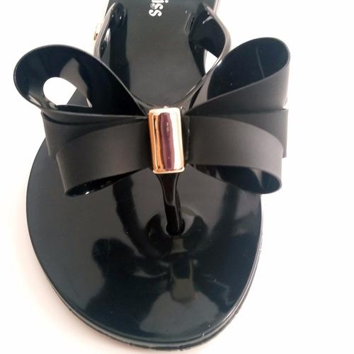 rasteirinha chinelo de plástico preto flexível com laço