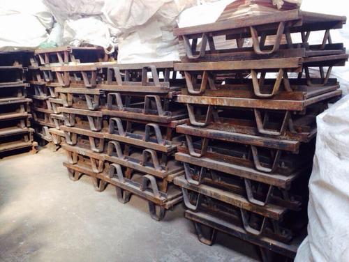 ratona antigua de hierro madera dura antigua rack palets