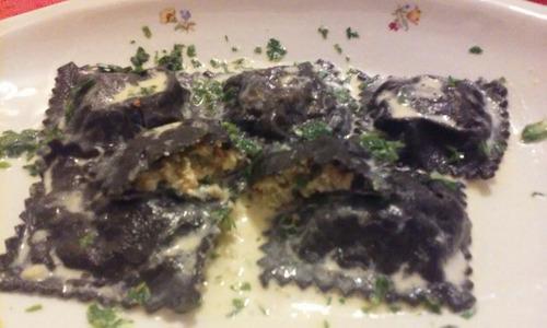raviolones de langostinos masa negra - pastas frescas envios