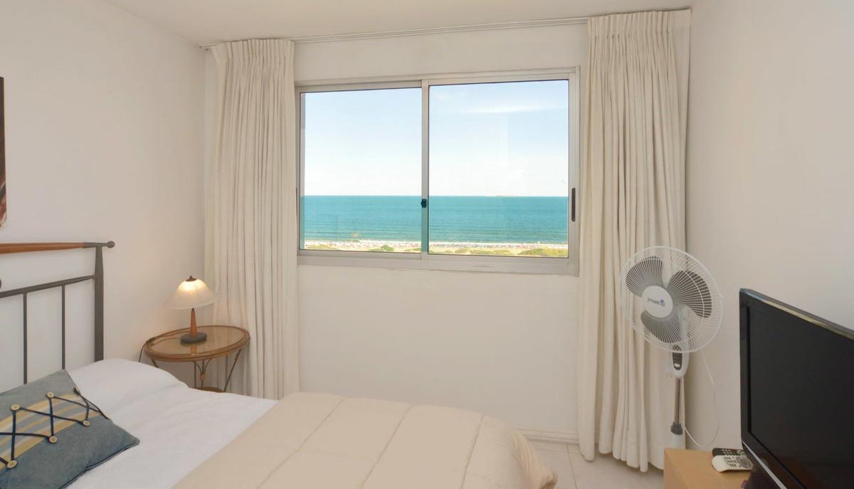 rebajado! piso alto vista al mar, 2 dorm, 2 baños, garaje.