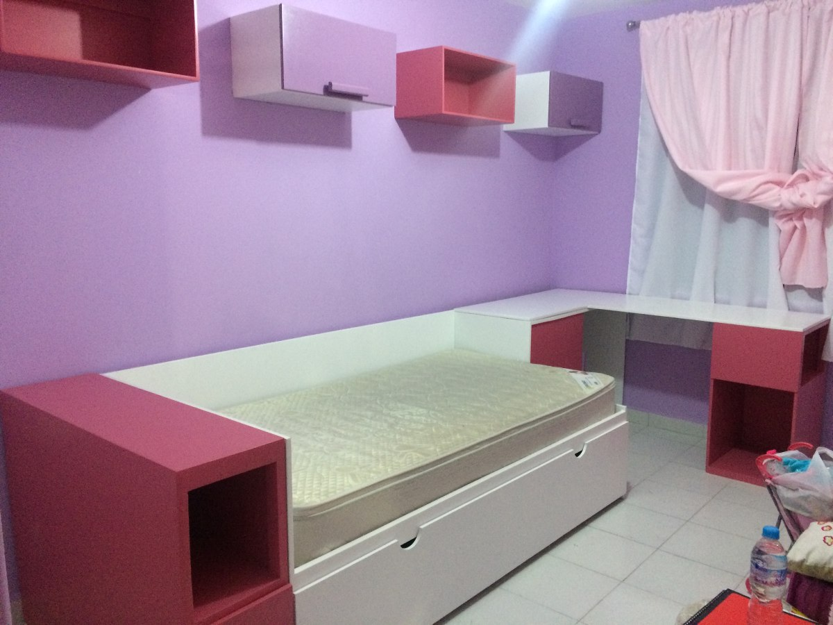 Recamara minimalista con cama individual canguro y repisas for Cama individual precio