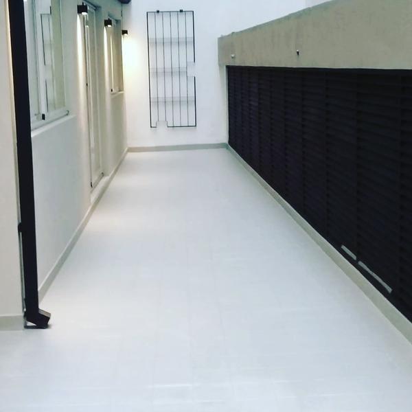 reciclada oficina sarmiento y montevideo 125 m2 con patio cochera