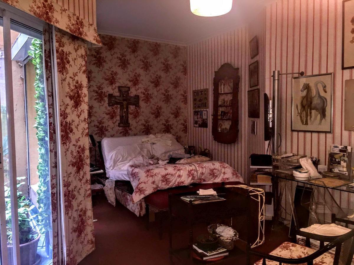 recoleta - amplio depto en planta baja, 2 / 3 dormitorios   dependencia.
