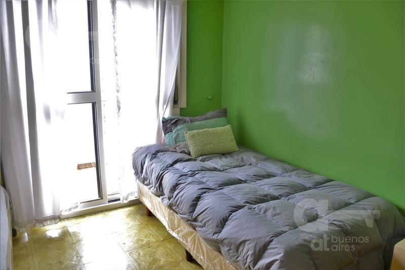 recoleta. cómodo ambiente con balcón. la mejor ubicación de bs as.