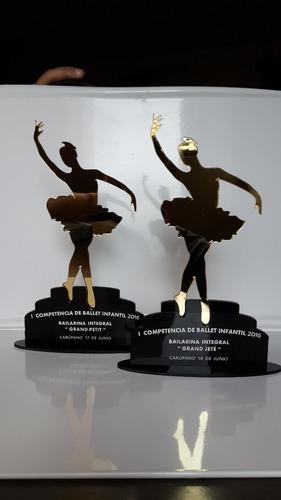 reconocimientos  trofeos en acrílico grabados premiacion