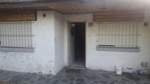 reconquista al 1700 l. guillón. casa 3 ambientes c/entrada auto. apta crédito!!!