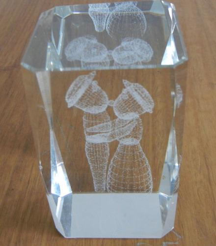 rectangulo vidrio con figuras interna holografica
