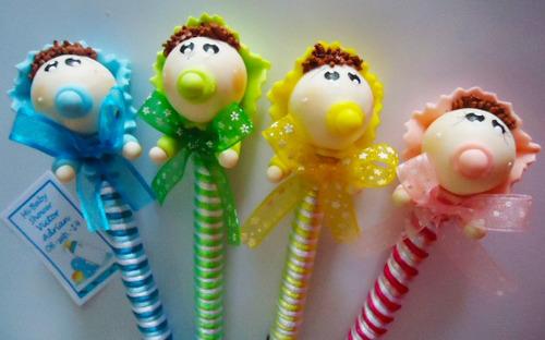recuerdo  de baby shower plumas con bebes de pasta fexible